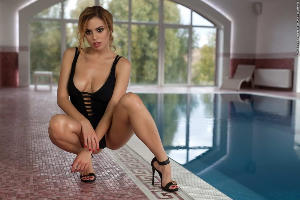 London Escorts - Busty Girl